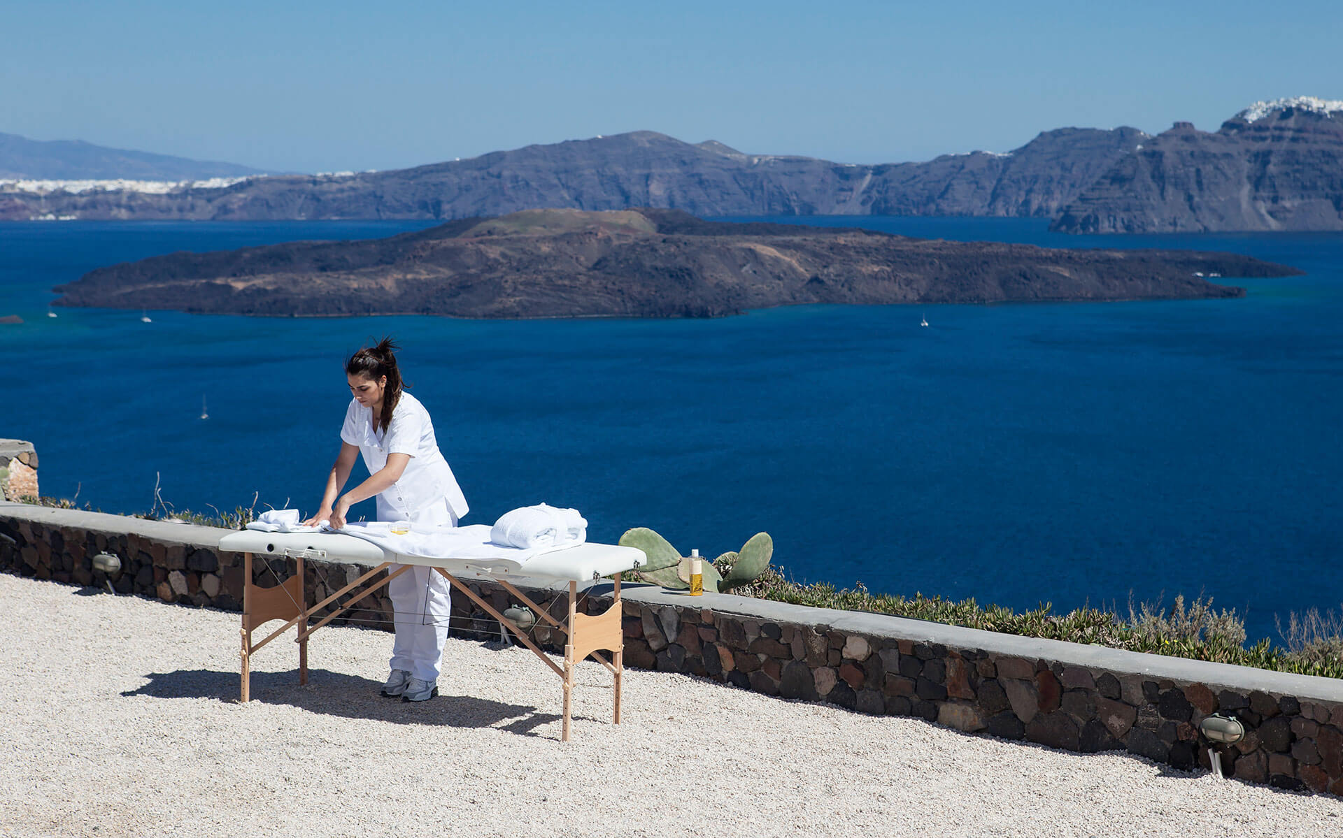 Kalestesia Suites - Spa massage treatment with caldera views