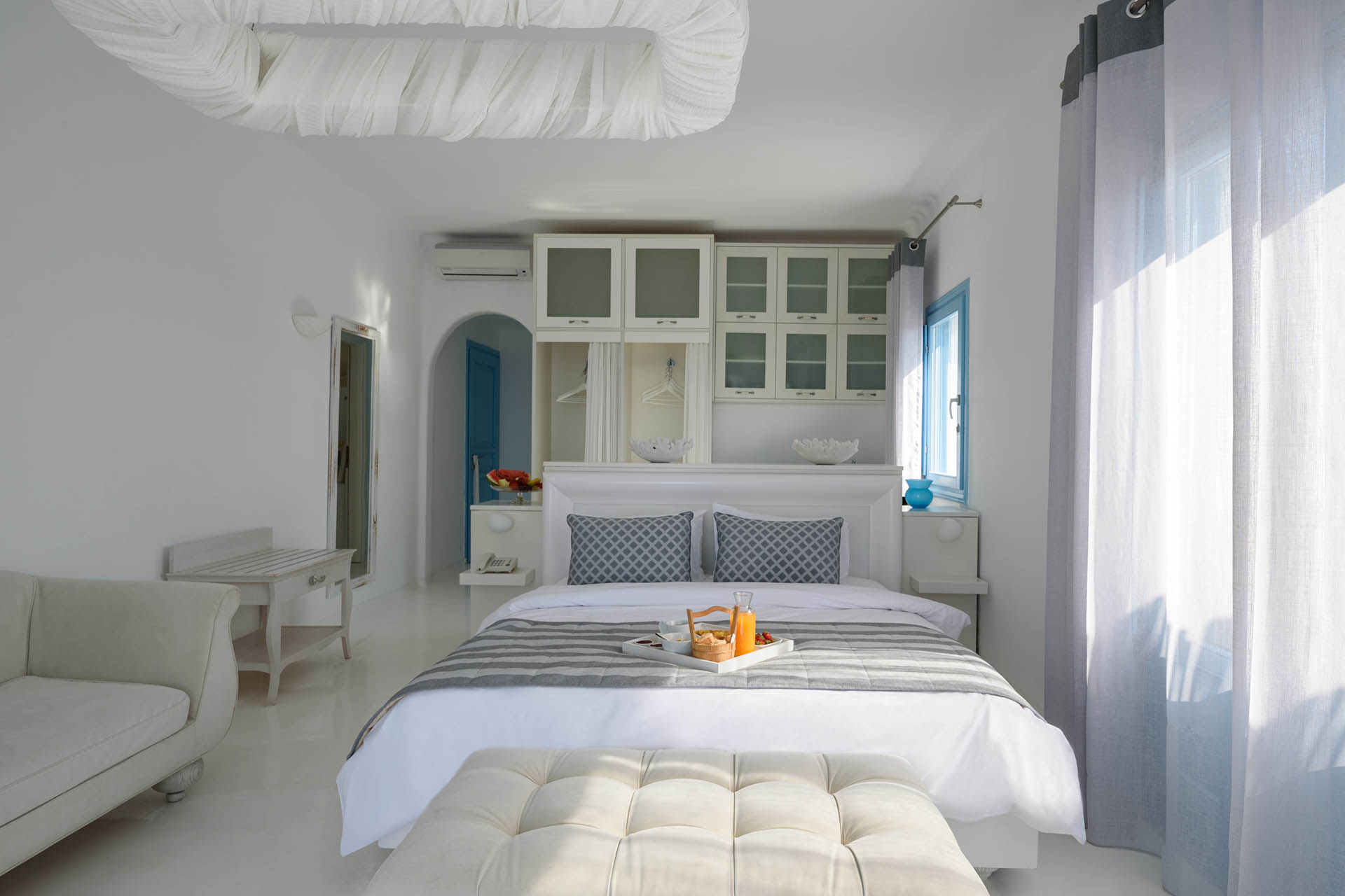 Kalestesia Suites - Deluxe suite open plan bedroom