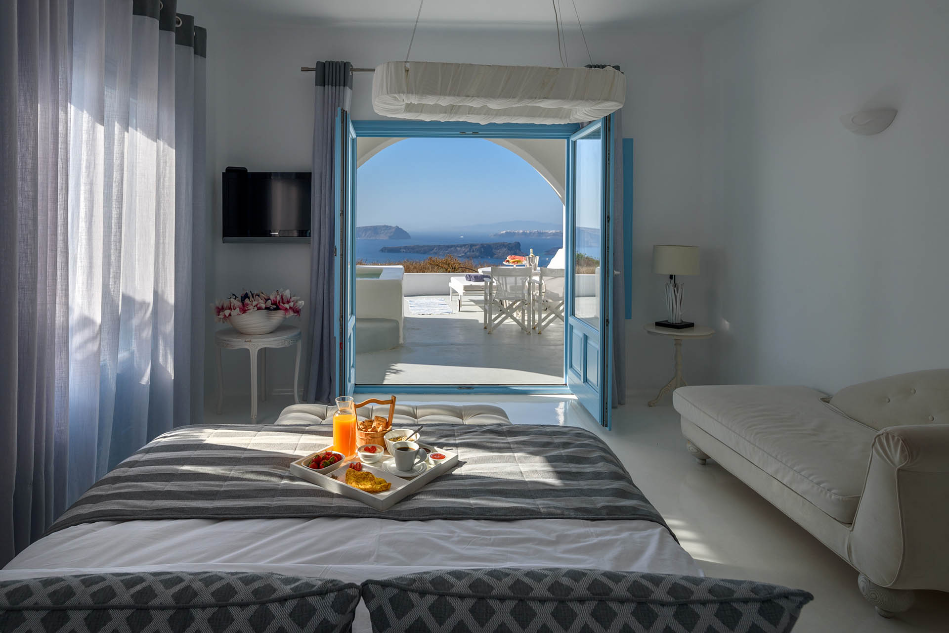 Kalestesia Suites - Deluxe Suite with caldera views