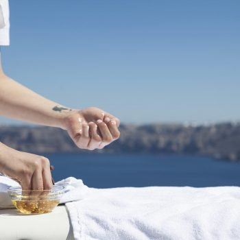 Kalestesia Suites - Spa Massage treatment with caldera view
