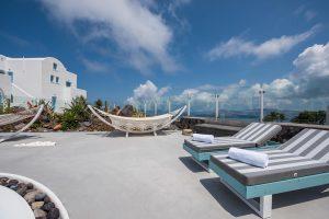 Kalestesia Suites - Comfortable sunbeds